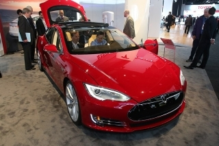 Tesla eyes UK fleet market with Model S electric luxury car